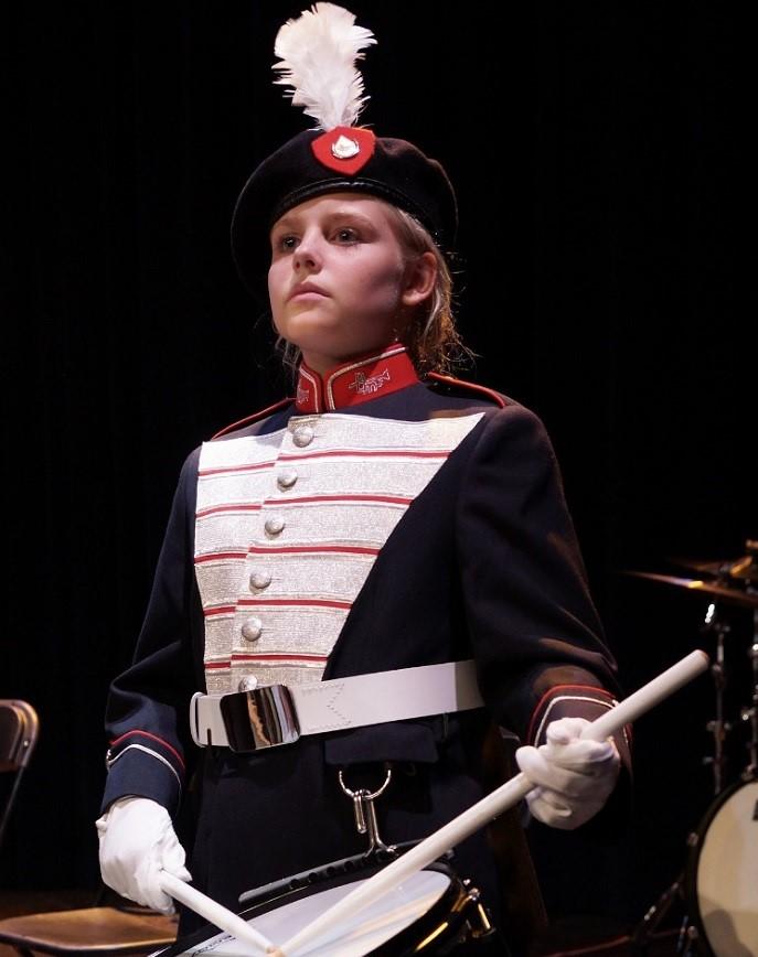 Jeugdband Adest Musica in nieuw uniform